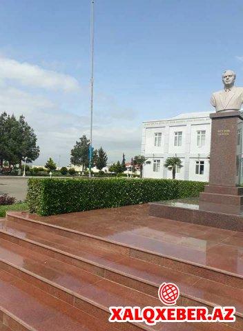 Bayrağımız yerdə sürünür, Laçının icra başçısı ayağının altını görmür - Rəzalət/Foto