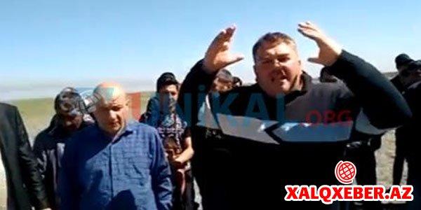 Şabran rayon icra başçısı əkin sahələrini şumlatdırdı, kənd sakinləri ayağa qalxdı -VİDEO