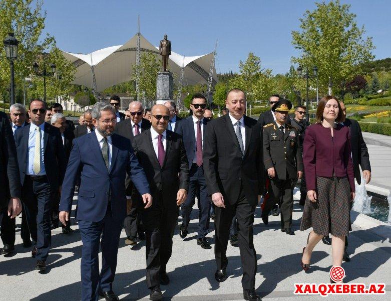 Prezident Ankaradakı Heydər Əliyev Parkında - Fotolar