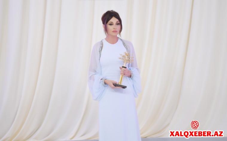 Mehriban Əliyeva xalq artistlərini mükafatlandırdı - Fotolar