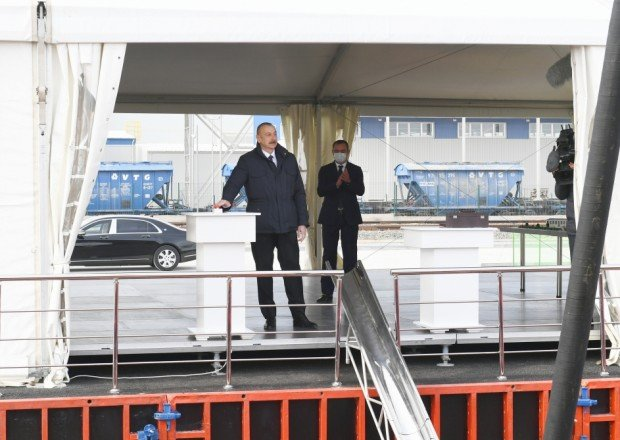 Prezident iki zavodun təməlini qoydu - FOTOLAR